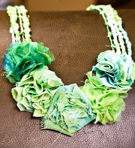 _web-FlowerNecklace-16